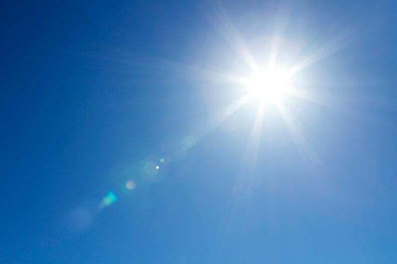 Tia uv trong ánh sáng mặt trời (nguồn hình: timetoradiate.blog)