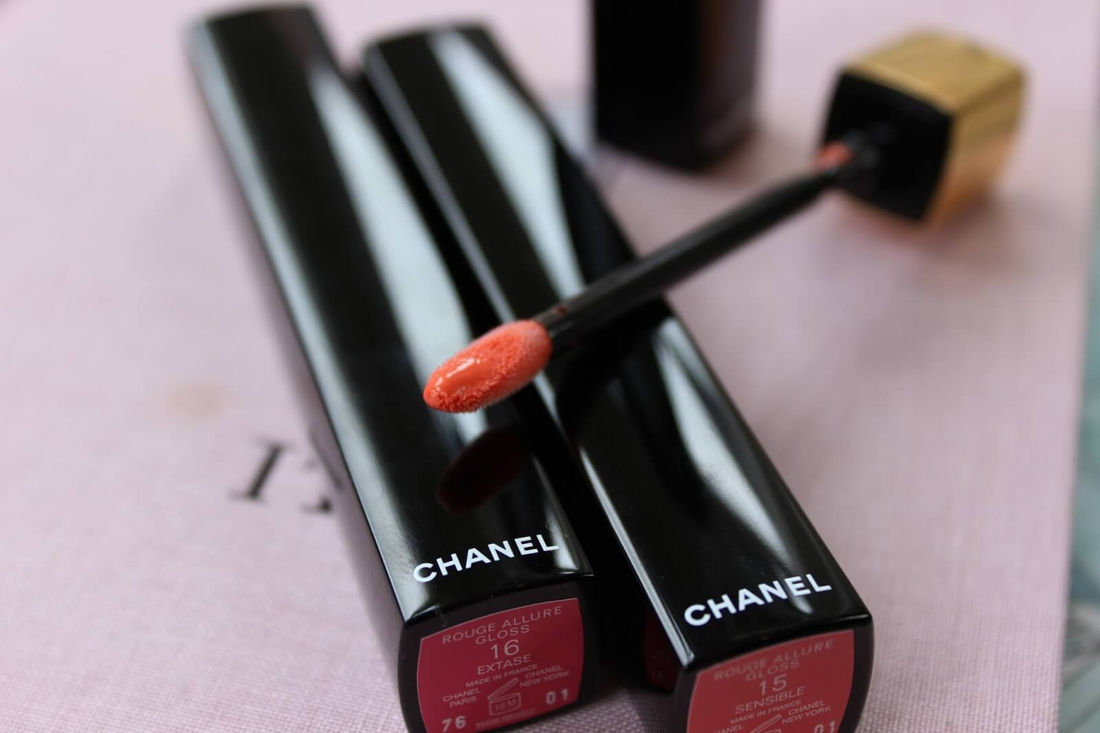 Son bóng CHANEL ROUGE ALLURE GLOSS.