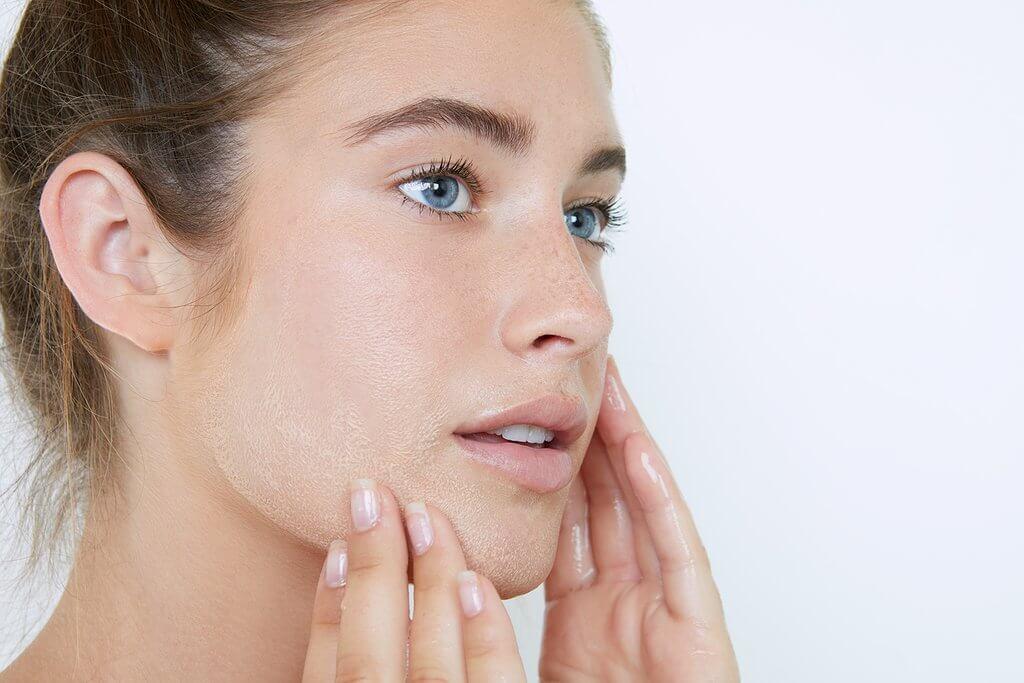 1 số lưu ý khi chăm sóc da khô