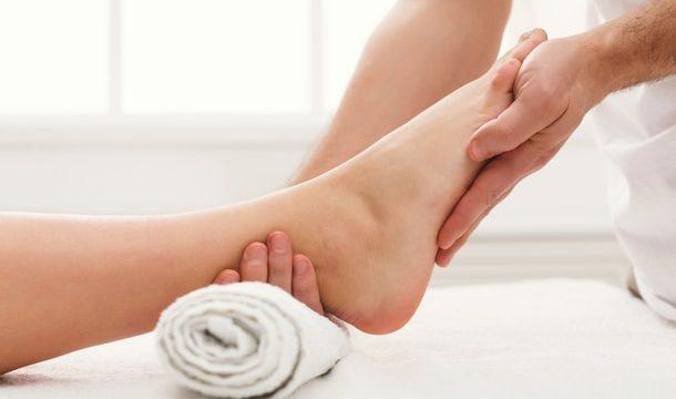 Cách chăm sóc da chân